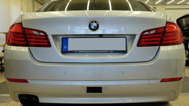 BMW: Röntgenbrille als Parkhilfe