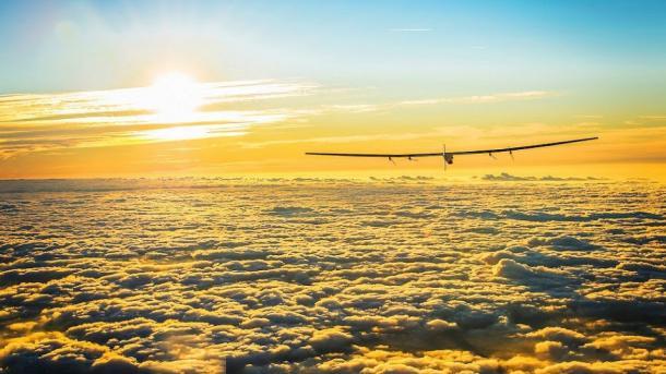 Solarflieger Solar Impulse 2 zur Erdumrundung gestartet