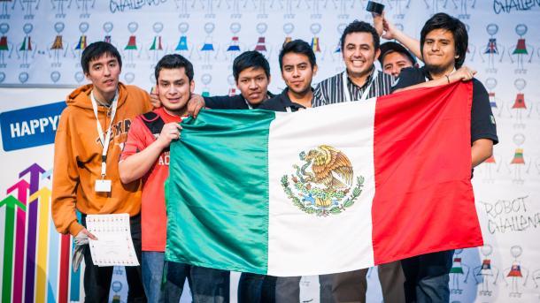Mexikaner feiern mit Mexiko-Fahne