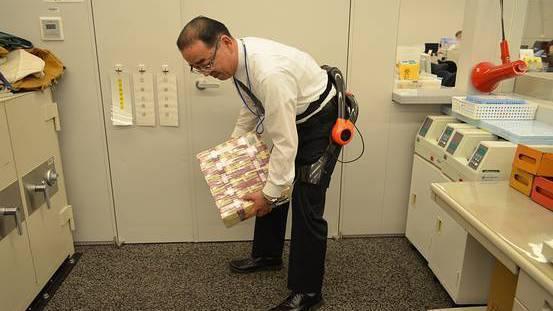 Japanische Bank testet Exoskelette für Geldtransporte