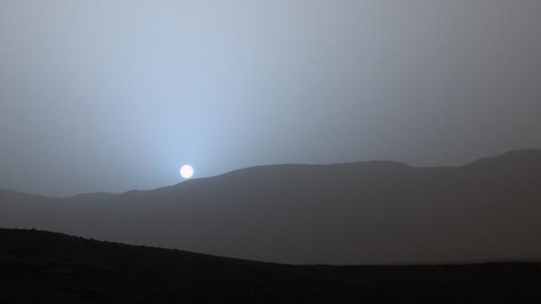 NASA-Rover Curiosity fotografiert Sonnenuntergang auf dem Mars