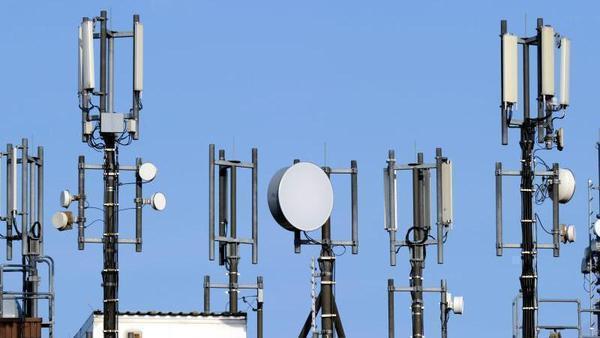 Dobrindt versichert: Ab 2018 keine Funklöcher mehr in Deutschland