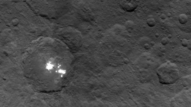Zwergplanet Ceres: Helle Flecken bleiben rätselhaft
