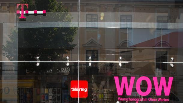 Eingangstür mit Logos von T-Mobile und tele.ring