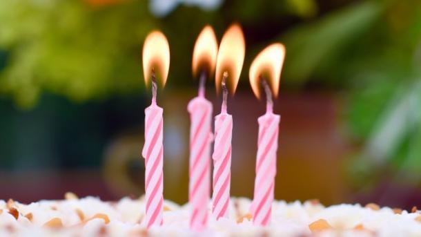 Kerzen auf Kuchen
