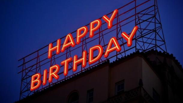 "Leuchtreklame ""Happy Birthday"""