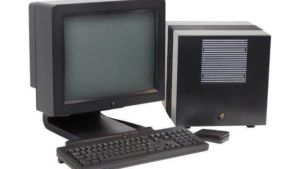NeXTcube mit Originalbildschirm, Tastatur und Maus