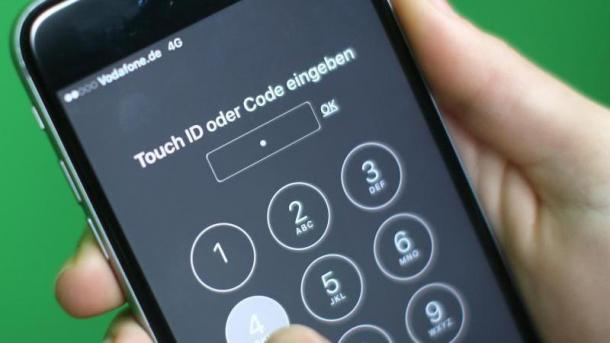 iPhone mit PIN-Eingabefeld