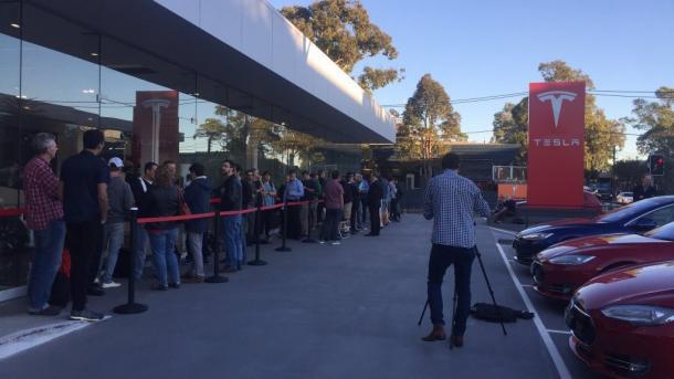 Elektroauto-Premiere für Model 3: Tesla zielt auf den Massenmarkt
