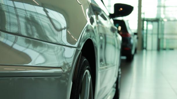 Blaue Umweltplakette soll kommen ? Diesel bleibt billiger als Benzin. Autostadt