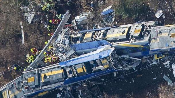 Zugunglück von Bad Aibling: Fahrdienstleiter soll am Handy gespielt haben