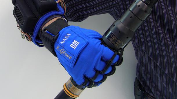 Weltraumhandschuh RoboGlove soll in Fabriken zum Einsatz kommen