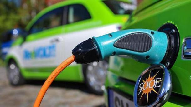 Mehr Ladepunkte für Elektroautos - aber regional große Unterschiede
