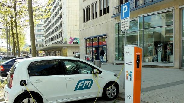 Urteil: Elektroautos müssen an Ladestation auch aufladen