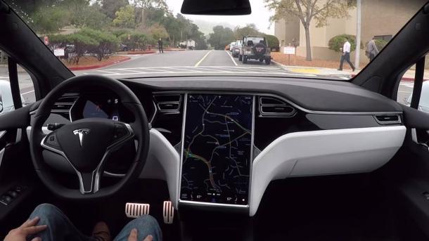 """Autopilot 2"": Tesla liefert neue Fahrassistenz-Software aus"