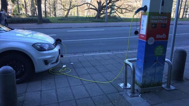 Elektroautos: Zahl der Ladepunkte fast verfünffacht