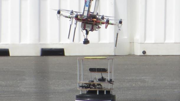 Robotikwettbewerb MBZIRC: Drohnen auf der Flucht und Bonner Roboter auf Erfolgskurs