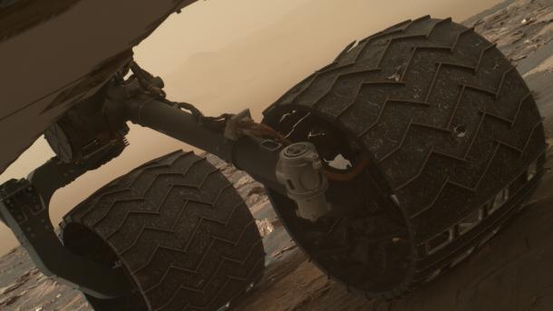 NASA-Rover Curiosity: Zwei Brüche an einem Rad gefunden