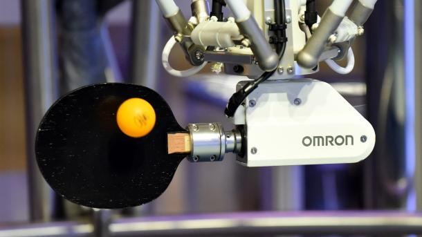 Hannover Messe: Roboter spielt Pingpong