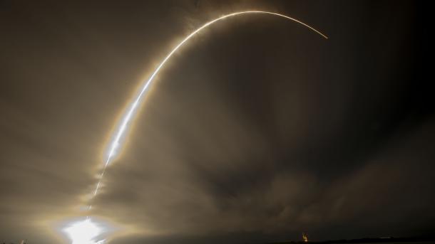 SpaceX will 2019 erste Satelliten für Satelliteninternet starten
