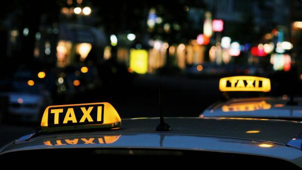 EU-Gutachter: Für Uber gelten gleiche Regeln wie für Taxi-Firmen