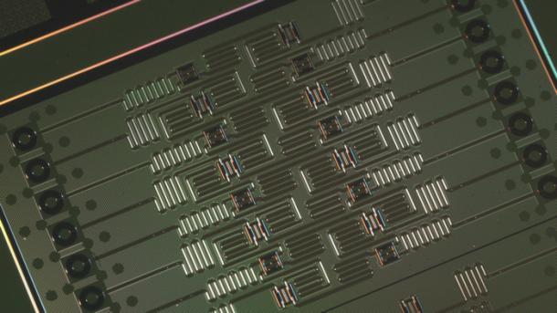 IBM stellt Chip mit 17 Qubits vor und macht Variante mit 16 Qubits online verfügbar