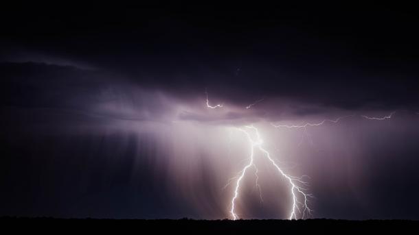 Bundestag: Deutscher Wetterdienst kann Unwetter- und Katastrophendaten gratis anbieten