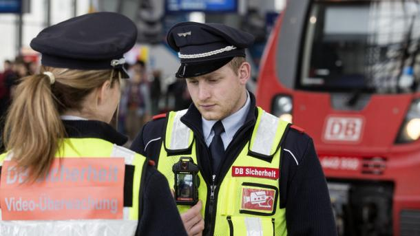 Bahn will bundesweit Sicherheitspersonal mit Bodycams ausstatten