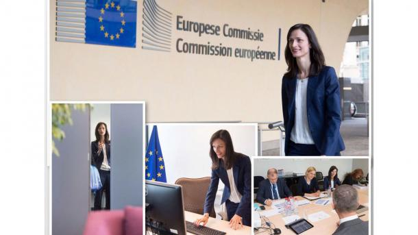 Kommissionssprecher Margaritis Schinas twitterte Fotos von Mariya Gabriels Amtsantritt.