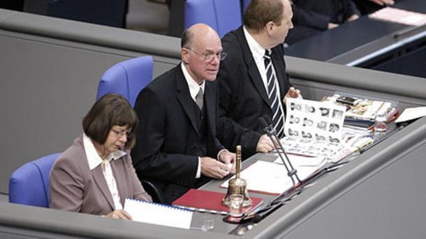 Bundestagspräsident fordert Mindeststrafmaß für Hass-Kommentare