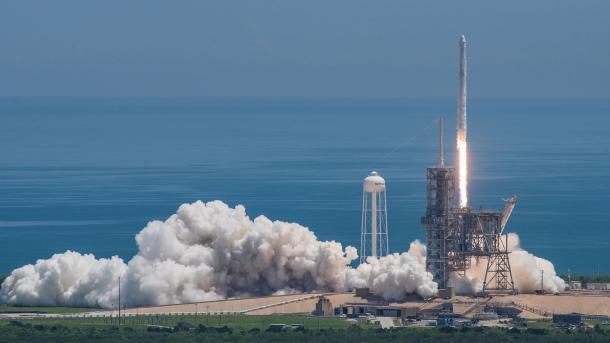 SpaceX: Raumfrachter Dragon zur ISS gestartet