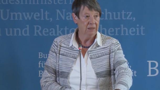 Umweltministerin: Haltung der Autoindustrie nicht akzeptabel