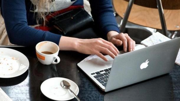 Internetnutzung im Café