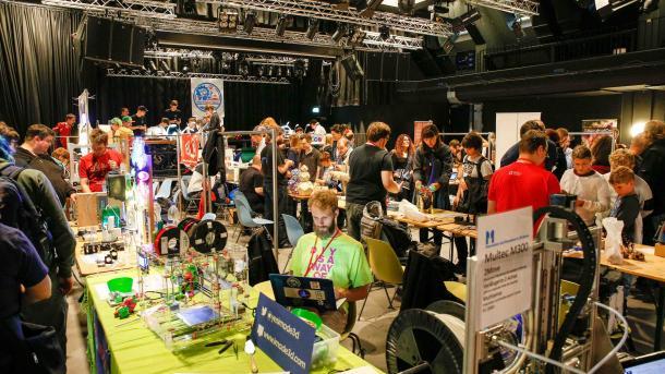 Menschen im Jugendzentrum Dynamo in Zürich