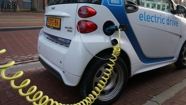 E-Mobilität: Verbraucherschützer fordern Ladeoffensive