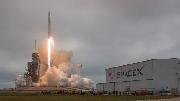 Nach Raketenexplosion: Spacecom bekommt kostenlosen Start von SpaceX