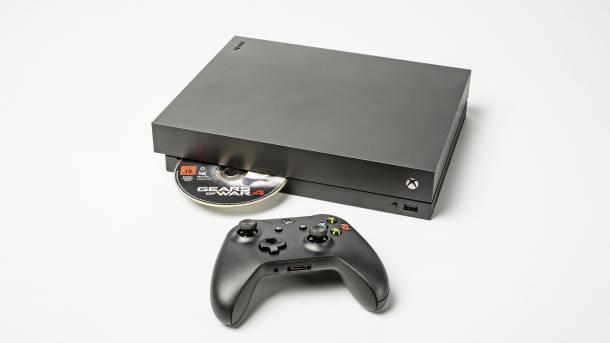 Erster Blick Auf Xbox One X Leiser Als Ps4 Pro Aber Mit