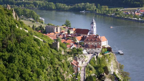 Mittelalterliche Stadt an der Donau