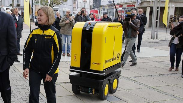 Test der Post mit Begleit-Roboter im Zustelldienst verläuft positiv