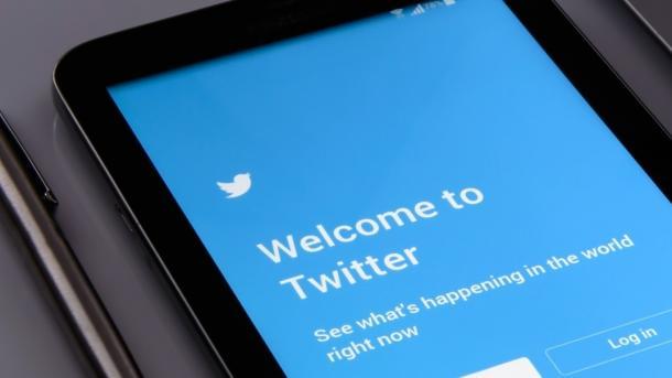 Twitter schafft ersten Gewinn – Nutzerzahl stagniert