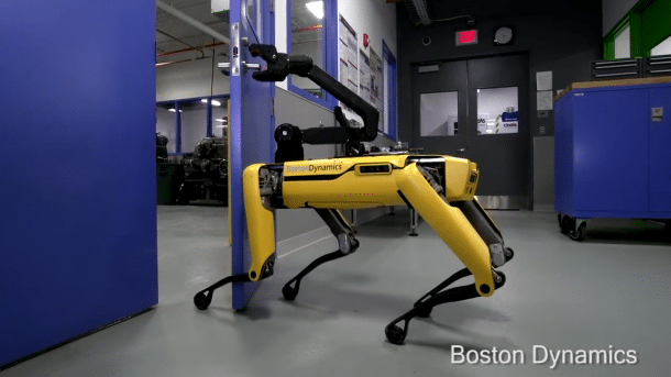 Boston Dynamics: Vierbeiniger Roboter öffnet geschickt eine Tür
