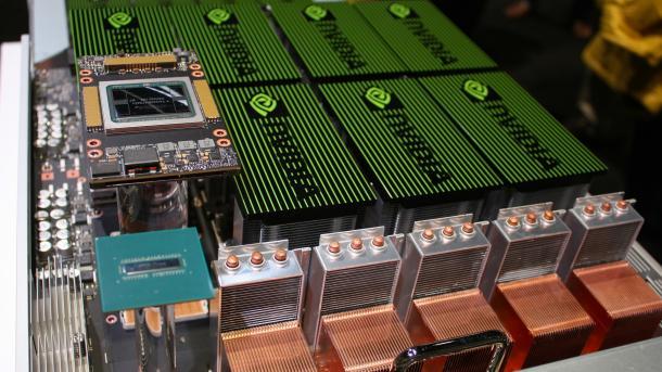 DGX-2: Machine-Learning-Monster mit 16 GPUs und 2 Petaflops Rechenleistung