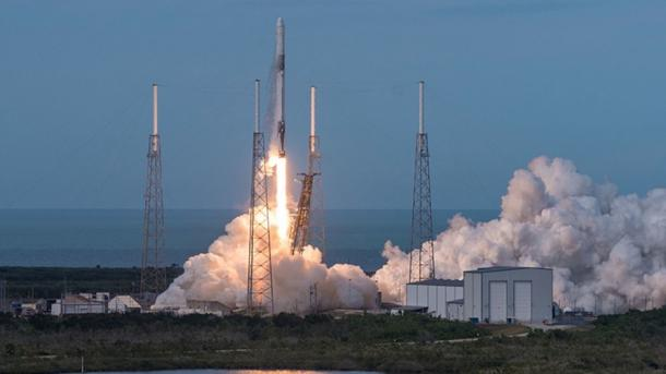 "Falcon 9: Privater Raumfrachter ""Dragon"" bringt Nachschub zur ISS"