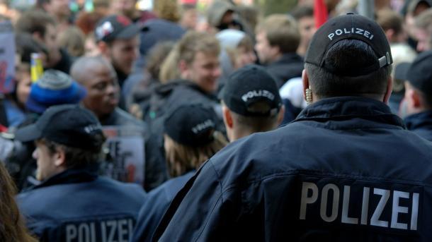 """Polizeiaufgabengesetz: Prüfungskommission und """"Informationsoffensive"""" geplant"""