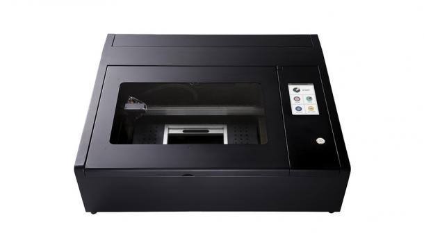 Beambox: ein kompakter schwarzer Lasercutter