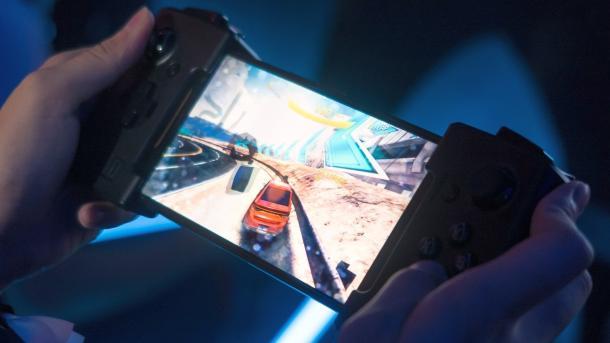 Asus ROG Phone: Gamer-Smartphone 90-Hz-Display und übertaktetem Prozessor