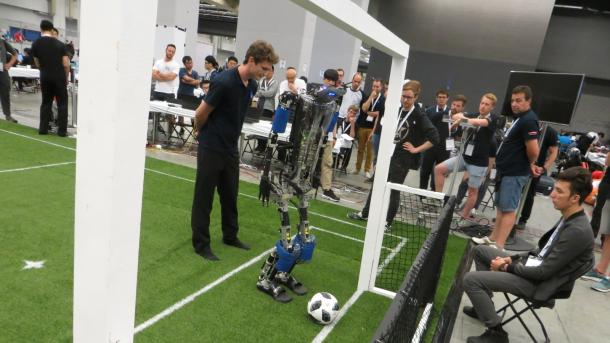 RoboCup-WM: Die Roboter der Middle Size sind gut in Form