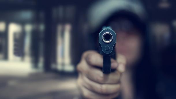 Schießerei in den USA: Mann versucht Domain mit Waffengewalt zu kapern