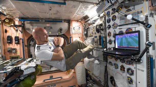 """""""Laborant, Handwerker, Versuchskaninchen"""" – Gerst erster zurück Monat auf ISS"""