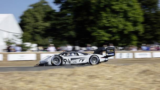 Elektrorennwagen VW I.D. R Pikes Peak bricht Rekord in Goodwood